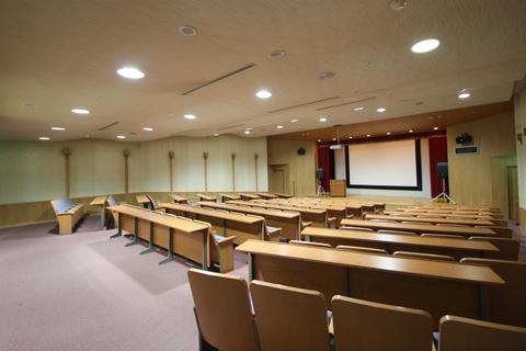 研修ホールの内部